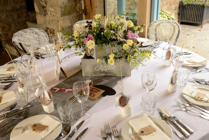 healey-barn-wedding-venue-styling-northumberland-hessian-lace3b