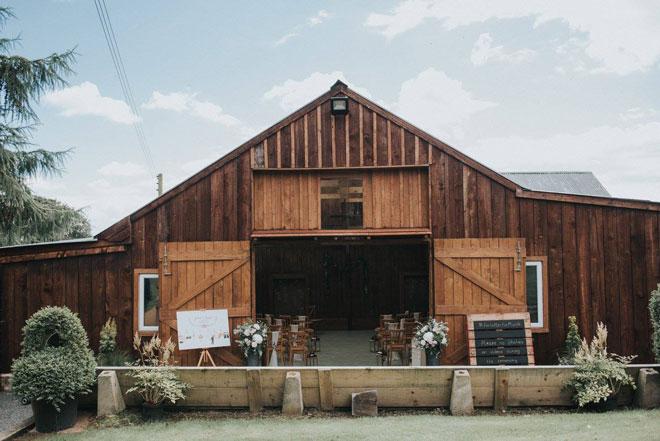 barn-wedding-flowers-northumberland-Little-miss-boyco-stanton-hall-12
